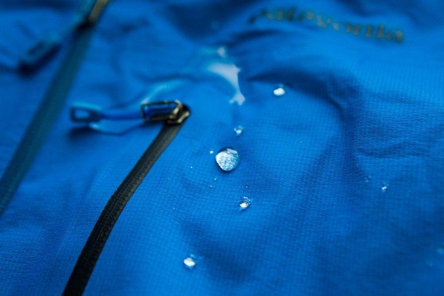 мембранная голубая куртка