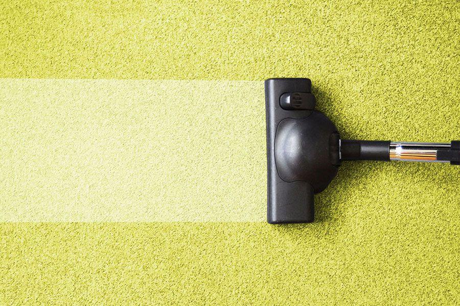 Как правильно почистить ковер и удалить пятна