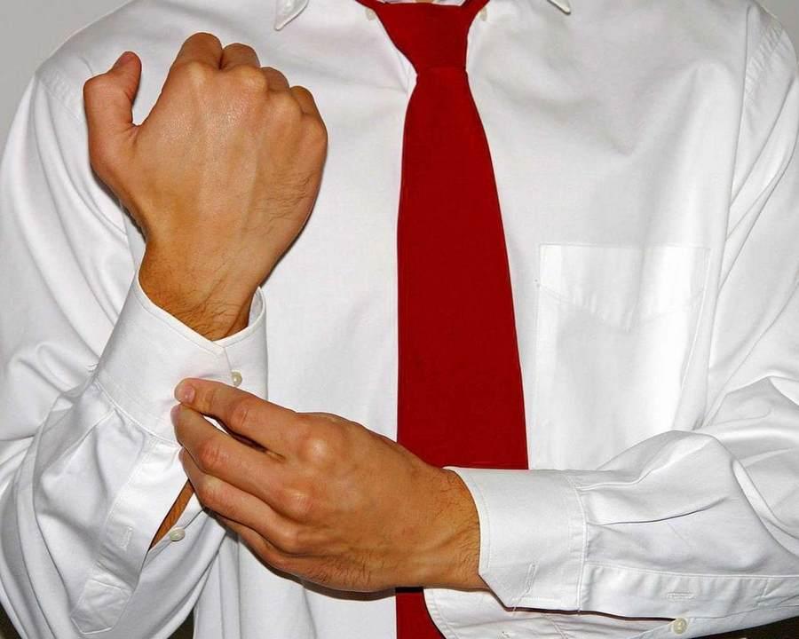Как правильно отстирать белую рубашку