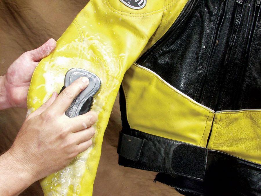 очищение грязи с куртки