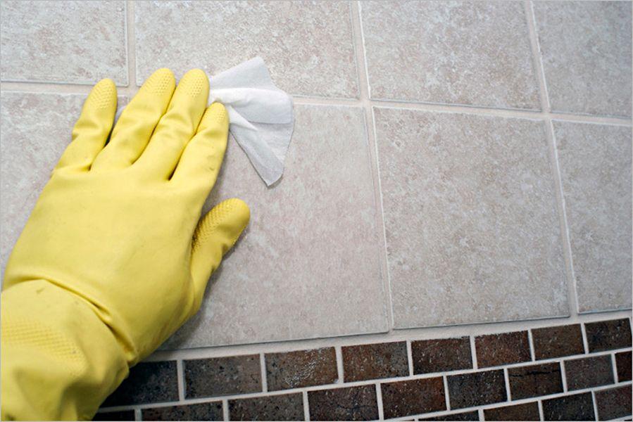 Мытье плитки в ванной