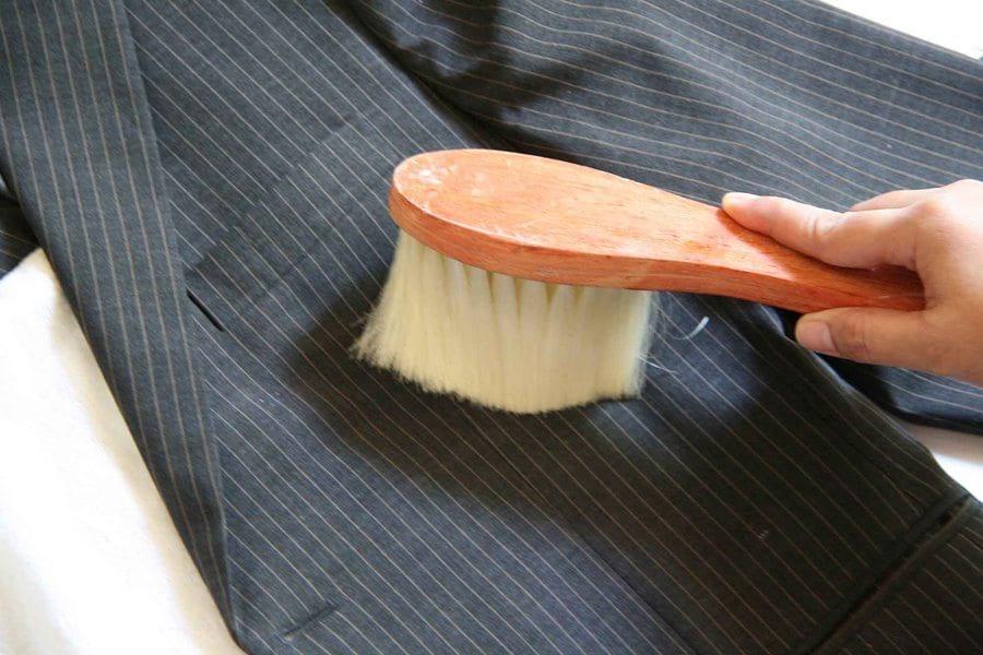Чистим и стираем пиджаки из разных материалов