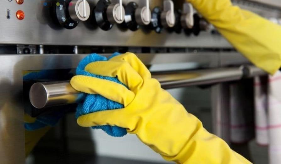 Мытье ручек плиты