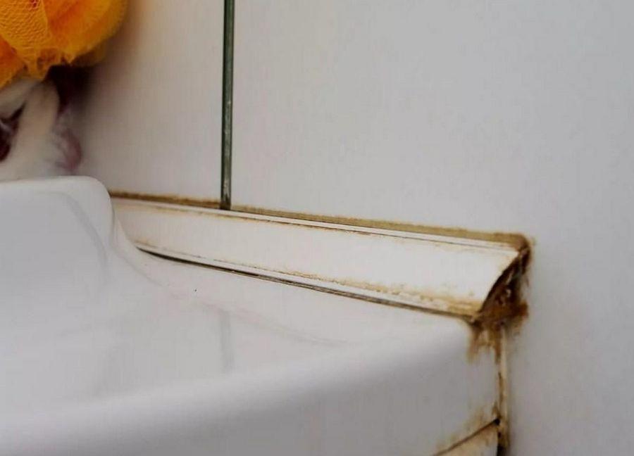 Загрязнения на ванне
