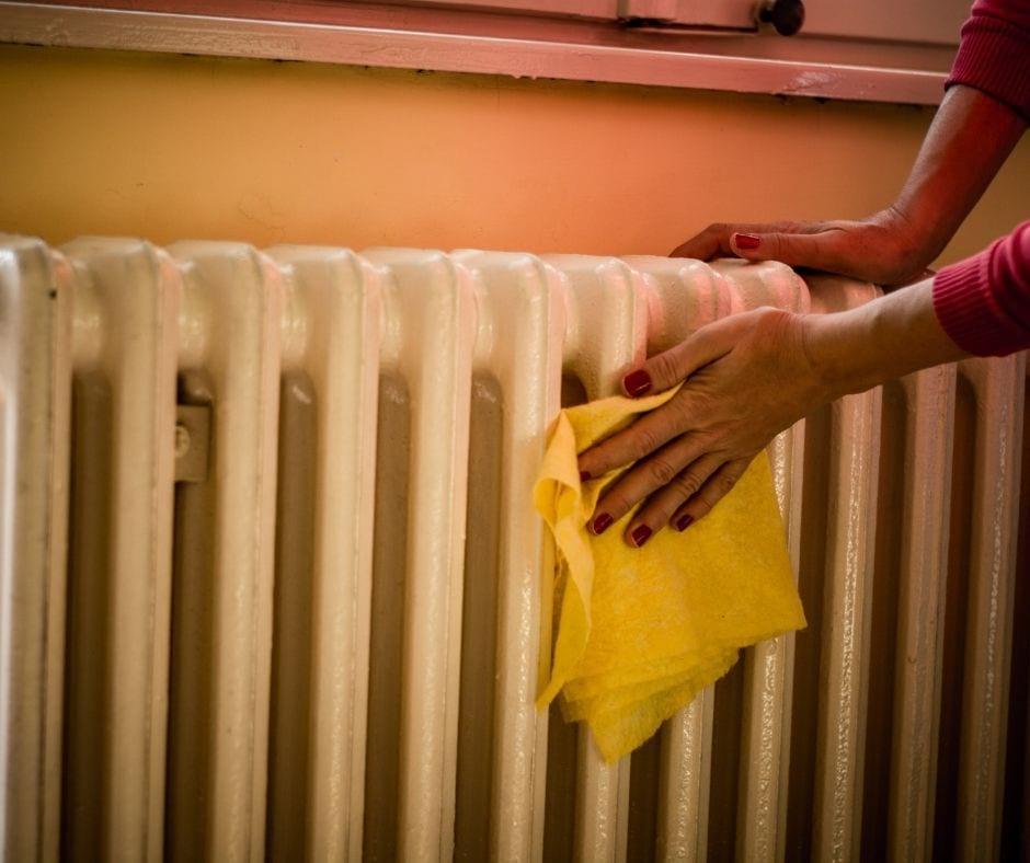 Как помыть батарею отопления внутри от пыли в квартире
